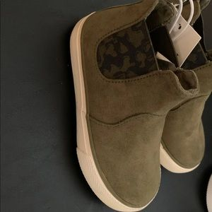 Size 8 Olive NEW Cat /& Jack Toddler Boys/' Anton Casual Fashion Boots